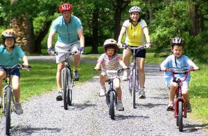 Bikes_Family_riding